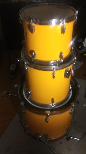 Yamaha 3 piece poplar Drum set. Shells and cymbal only no snare for Sale in Las Vegas, NV