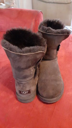 UGG: The Bailey Button II Boot; size 5.5 for Sale in Kent, WA