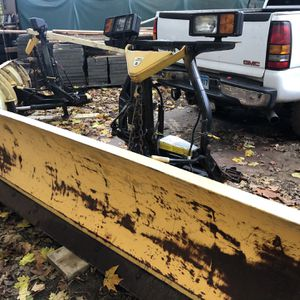 Plows 8ft Fisher for Sale in Danbury, CT
