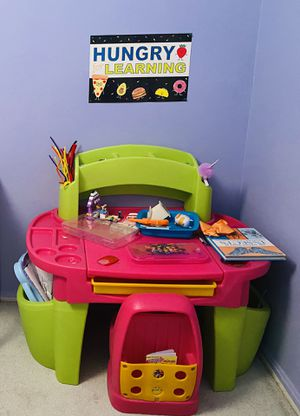 Kids art table and chair for Sale in Ellicott City, MD