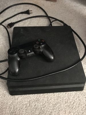 Ps4 slim w/ controller for Sale in Everett, WA