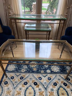 2 Coffee table , 2 end table for Sale in Sterling Heights, MI