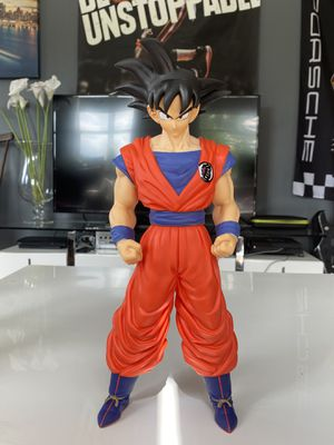 "GIANT * RARE* GOKU FIGURE DRAGON BALL Z (VERY TALL! 15"") STATUE MODEL FIGURINE for Sale in Miami, FL"