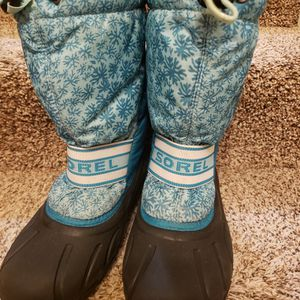Sorel Boots For Women or teens - Size 7 for Sale in Eden Prairie, MN