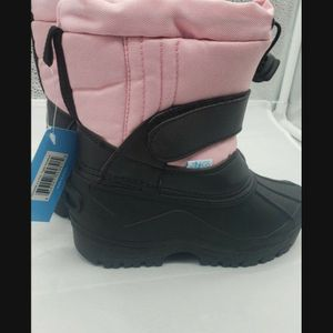 New Size 9 Kids Snow Boots for Sale in Las Vegas, NV