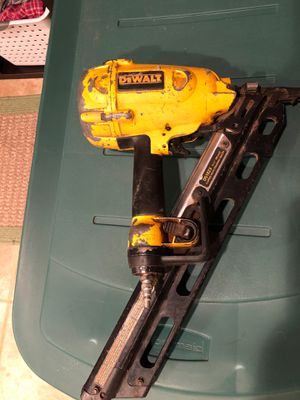 DeWalt D51823 framing nailer for repair or parts for Sale in North Royalton, OH