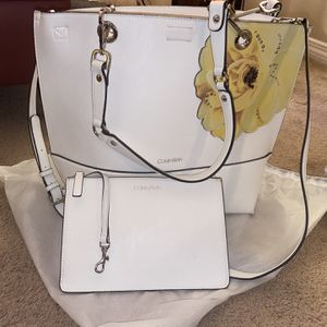Calvin Klein Tote/ Crossbody w/ Wristlet for Sale in North Andover, MA
