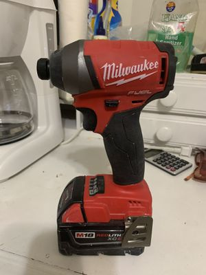 Milwaukee con battery fuel for Sale in Cutler Bay, FL