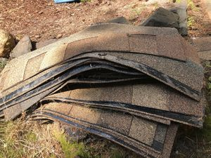 Abt 60 Shingle pieces. for Sale in Lynnwood, WA