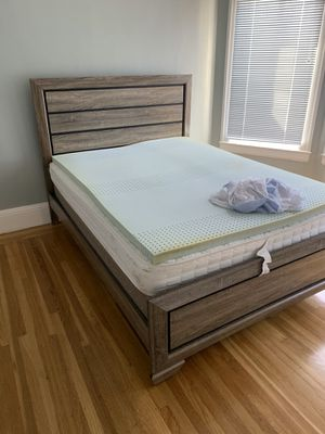 Queen bed + matress for Sale in San Francisco, CA