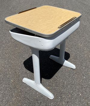 Vintage AMERICAN SEATING CO. Metal & Wood Lift Top Student Desk for Sale in Leominster, MA