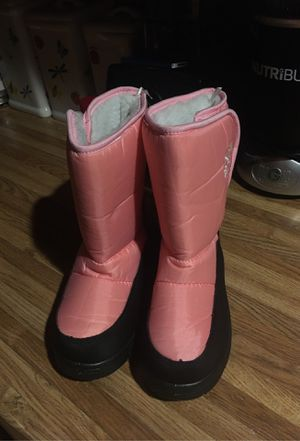 NWT snow boots size 4 girls for Sale in Glendale, AZ