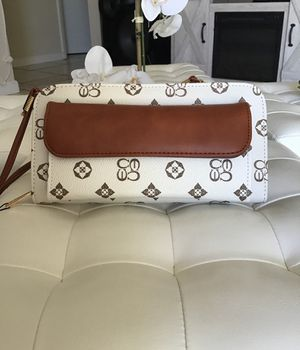 Charis Ma wallet white and brown for Sale in Wahneta, FL