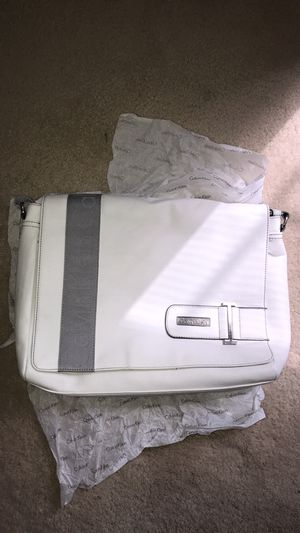 Brand New with tag Calvin Klein White womens/mens Aaron messenger bag. 100% authentic Retail $129 for Sale in Leesburg, VA