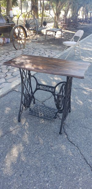 50$ Antique Singer table for Sale in Selma, CA