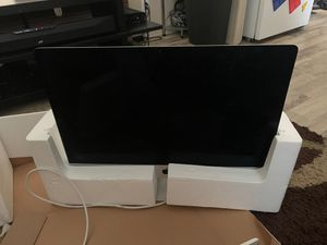 2012 27in iMac with wireless keyboard. Does not come with mouse for Sale in Hickory Hills, IL