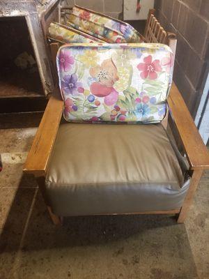Cushion chair for Sale in Dallas, TX
