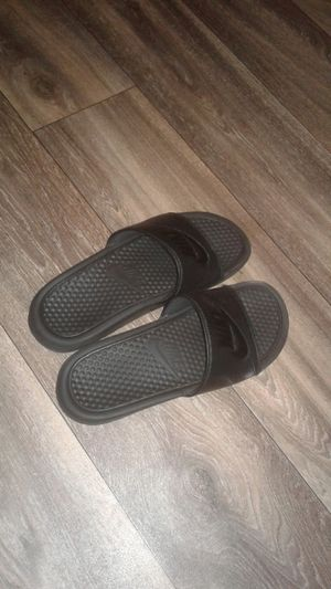 Nike slides size 7 for Sale in Irving, TX