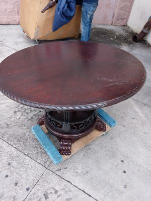 4 foot Dinning room table round table dinningroom breakfast table solid wood no chairs 1 2 3 4 5 6 8 for Sale in Pembroke Park, FL