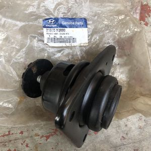Genuine OEM Hyundai right engine mount 218100Q000 for Sale in Whittier, CA