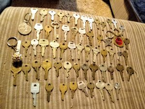 Huge lot of vintage and antique keys number 2 for Sale in Albuquerque, NM