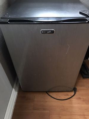 Emerson Mini fridge refrigerator with very small freezer for Sale in Homestead, FL
