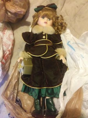 Really pretty doll she mint condition for Sale in Murfreesboro, TN
