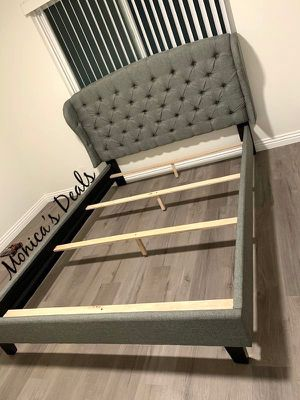 Queen size bed frame $280 for Sale in Lynwood, CA