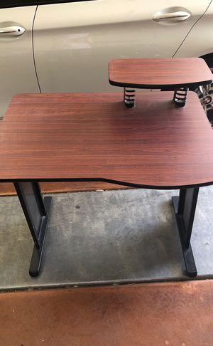 Small desk for Sale in Peoria, AZ