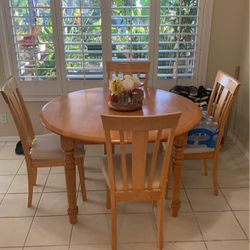 """Dining Room Round 48"""" Round Table W/4 Chairs for Sale in Poway,  CA"""