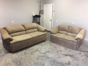 Two piece couch set for Sale in Baytown, TX