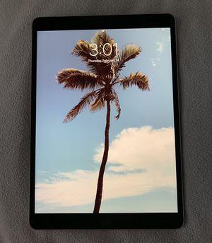 iPad Pro 10.5 512gb BUNDLE! for Sale in Chicago, IL