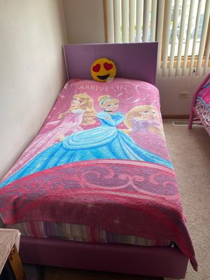 Purple twin, Metal Bunk bed and a matching chest barely used for Sale in Chicago Ridge, IL