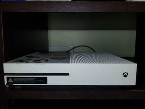 Xbox ones s 2 controles cargadores inalámbricos auricular y juegos incluidos for Sale in Silver Spring, MD