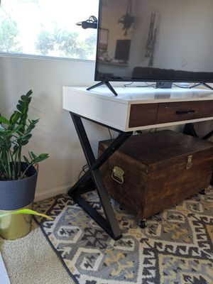 Mid century mod white desk for Sale in San Diego, CA