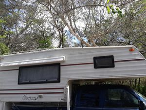 2002 NORTHSTAR TRUCK CAMPER(CLEAN) for Sale in Poinciana, FL