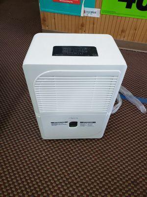 Confort aire bhd-701-h 70 pint dehumidifier for Sale in Newport News, VA