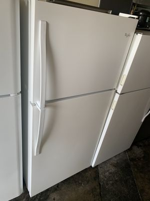 Whirlpool top freezer refrigerator for Sale in Anaheim, CA