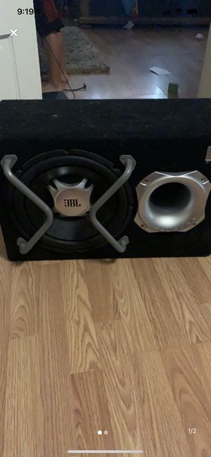 12in with Subwoofer and a built-in amplifier for Sale in Waco, TX