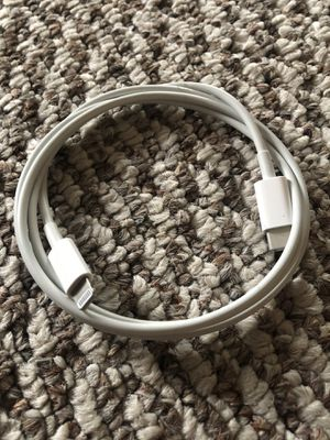 Apple USB-C to Lightning Cable for Sale in Los Angeles, CA