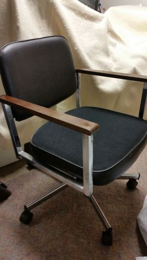 Office desk chair on wheels for Sale in Arnold, MO