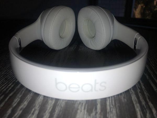 Beats Solo 3 wireless gloss white