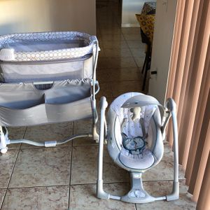 Unisex Baby Bassinet And Swing! for Sale in Kissimmee, FL