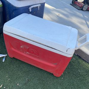 Igloo Cooler for Sale in Costa Mesa, CA