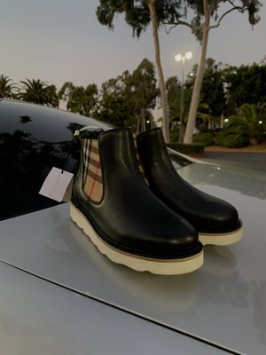 Burberry boots for Sale in Los Angeles, CA