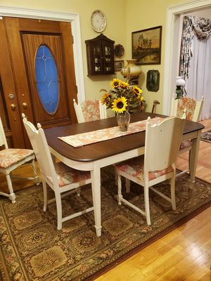 Table and 4 chairs for Sale in Loganville, GA