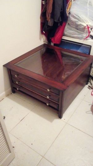 Beautiful wood coffee table for Sale in Hialeah, FL