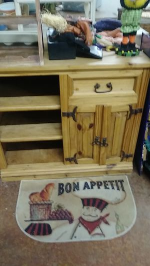 Medium stand with drawers for Sale in Prineville, OR