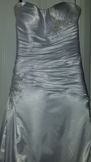 Wedding Dress-Davinci/Vail for Sale in WHISPER PNES, NC