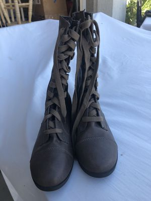 Sapatos size 8.5 for Sale in Victorville, CA
